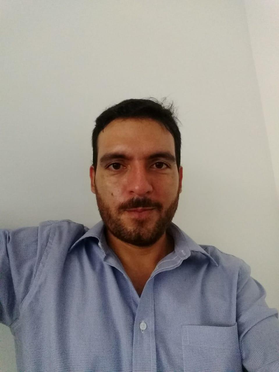 foto- entrevista Láminas y Cortes Bucaramanga