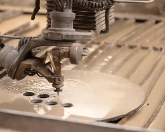 ¿Cómo funciona el corte por chorro con agua?